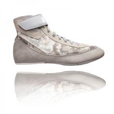Zápasnícka obuv Speedsweep VII je ideálna pre zápasníkov, ktorý majú záujem o topánky vysokej kvality. Wedges, Pure Products, Nike, Grey, Sneakers, Wolf, Shopping, Shoes, Fashion