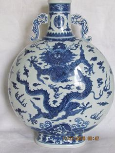 Large Chinese blue and white porcelain moon vase, with dragon decoration, 16 h. Porcelain Jewelry, Fine Porcelain, Porcelain Ceramics, Porcelain Tiles, Painted Porcelain, Ceramic Mugs, Ceramic Pottery, Chinoiserie, Oriental