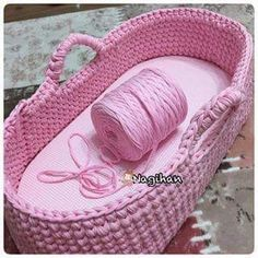Moses Basket Doll Carrier pattern by Kris Moore Crochet Car, Crochet Baby Toys, Crochet Baby Clothes, Baby Knitting, Baby Afghan Crochet Patterns, Crochet Basket Pattern, Baby Moses, Crochet Decoration, Moses Basket