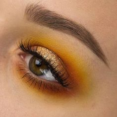 Sunshine eyes by @phunky_town wearing our #WispyMiniLashes ☀️ Repost: Anyone want a tutorial on this? @litcosmetics hello sunshine @sugarpill buttercupcake, flamepoint, love+ @makeupgeekcosmetics cocoa bear, voltage @anastasiabeverlyhills @norvina peach sorbet, vanilla, dipbrow in dark brown, brow gel @houseoflashes wispy minis #houseoflashes #lashes #lashgamestrong #motd #lashfocus #crueltyfree