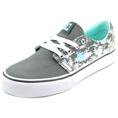 Get your workout on in these comfortable and powerful DC Shoes Women's 'Trase TX SE' Canvas Athletic Shoes. Made from canvas upper and vulcanized rubber outsole, these fashionable skate shoes are avai