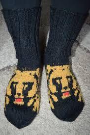Kuvahaun tulos haulle pikku karhu-olut kuvio Socks, Sneakers, Fashion, Tennis, Moda, Slippers, Fashion Styles, Sock, Sneaker