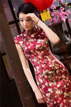 Chinese elements and Robes Chinese Dress Cheongsam, Chinese Gown, Chinese Dresses, Traditional Fashion, Traditional Dresses, Traditional Chinese, Oriental Dress, Chinese Clothing, Asian Fashion