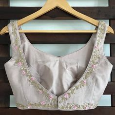 The Dusty Rose Mahira Sari and Blouse Indian fashion Die Dusty Rose Mahira Sari und Bluse Indian Fas Saree Blouse Neck Designs, Fancy Blouse Designs, Bridal Blouse Designs, Indian Blouse, Indian Wear, Stylish Blouse Design, Designer Blouse Patterns, Designer Dresses, Dusty Rose