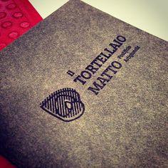 ... anticipazione su Favini Burano Grigio Grafite! @tortellaiomatto @freskizcom #iltortellaiomatto #freskizcomunicate #design #cool #favini #burano #paper #print #handmade