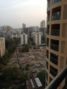 The first apartment I stayed at, was a contrast between the rich and poor, in the background are a block of slum housing.