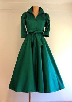 Classic Kelly Dress sleeve) in plain emerald green :: Suzy Hamilton - Green Dresses - Ideas of Green Dresses Green Wedding Dresses, Emerald Green Dresses, Formal Dresses, Dresses Dresses, Dance Dresses, Green Dress Outfit, Dress Outfits, Green Dress Casual, Homecoming Dresses
