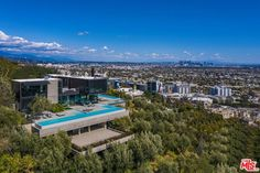 1301 COLLINGWOOD PLACE, LOS ANGELES, CA 90069 San Gabriel Mountains, Rooftop Terrace, Hollywood Hills, Luxury Real Estate, Beautiful Landscapes, Future House, Luxury Homes, Dolores Park, Exterior