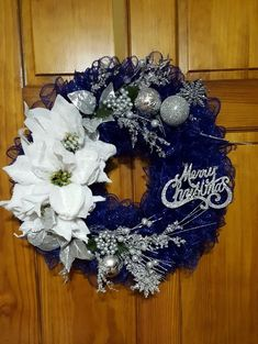 50 Pretty Christmas Wreath Decorations for Your Front Door Christmas Wreaths For Front Door, Deco Mesh Wreaths, Holiday Wreaths, Christmas Entryway, Yarn Wreaths, Winter Wreaths, Floral Wreaths, Christmas Porch, Spring Wreaths