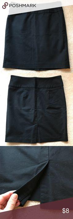 "Banana Republic Pencil Skirt - Black Banana Republic Pencil Skirt Size 10 Black Length: 19 1/2"" Smoke free home Only worn 2-3 times Banana Republic Skirts Pencil"