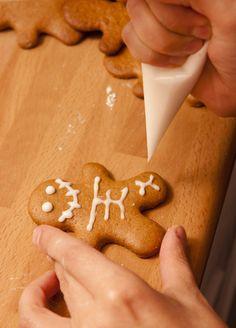 Pesadilla de Jengibre Foto: Flora González Villanueva Gingerbread Cookies, Flora, Desserts, Gingerbread Cupcakes, Tailgate Desserts, Deserts, Plants, Postres, Dessert