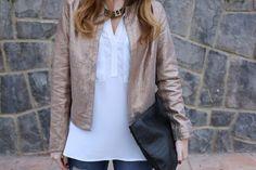 Trendy Look. Look con chaqueta lentejuelas. A trendy life. #trendy #chic #pailletes #specialjacket #denim #jeans #clutch #details  #trucco #asos #pieces #puralopez #outfit #fashionblogger #atrendylife www.atrendylifestyle.com