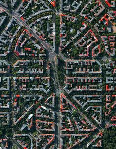 Civilização em perspectiva: O mundo visto de cima,Berlin, Germany. Image Courtesy of Daily Overview. © Satellite images 2016, DigitalGlobe, Inc