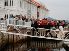 Royal couple arrive in Angvik Gjemnes municipality. Photo: Cornelius Poppe / Scanpix NTB