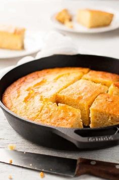 Skillet Corn Bread - super easy and fast to make, moist, not overly sweet and not crumbly. She uses polenta and creamed corn! Creamed Corn Cornbread, Creamed Corn Recipes, Skillet Cornbread, Sweet Cornbread, Cornbread Recipes, Homemade Cornbread, I Heart Recipes, Muffins, Recipetin Eats