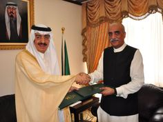 Pakistan Minister for Religious Affairs Syed Khursheed Ahmed Shah and Saudi Arabia Haj Minister Dr. Bandar Al-Hajjar 2013