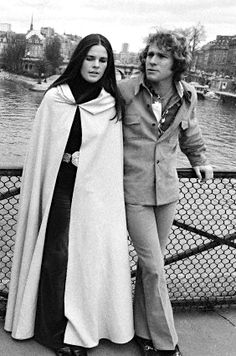 Ali MacGraw and Ryan O'Neal in Paris, 1971 THAT CAPE!!!!!!!!!