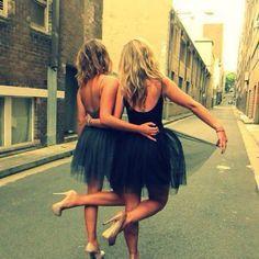 Girlfriends - dance throug the streets