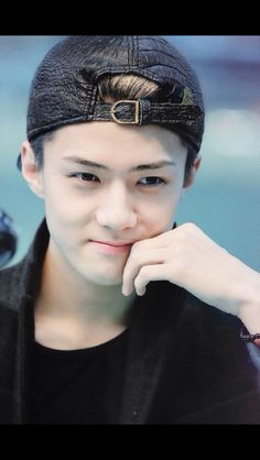 Cutie Sehun at airport <3