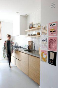 keuken - witte tegels achterwand betonnen blad