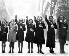 Nazi Girls do it Für Der Führer !