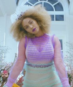 Celebs React to Beyonce's Surprise New Song.: Celebs React to Beyonce's Surprise New Song 'Formation' Jay Z, Permed Hairstyles, Straight Hairstyles, Rihanna, Beyonce Beyonce, New Hair Look, Haute Couture Looks, Celebrity Look, Celebs