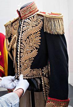 Bling of pop: Michael Jackson's wardrobe on show in London (Gallery) Michael Jackson Jacket, Michael Jackson Outfits, Military Fashion, Mens Fashion, Fashion Outfits, Molduras Vintage, Paris Jackson, Lisa Marie Presley, Elvis Presley