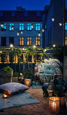 Scandinavian balcony by night lit with stringlights and candles. - All About Balcony Scandinavian Interior Design, Scandinavian Home, Exterior Design, Interior And Exterior, Small Balcony Decor, Modern Balcony, Balcony Decoration, Balcony Ideas, Balcony Garden
