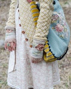 Kleidung Blue Things q significa light blue color Diy Tricot Crochet, Spring Look, Estilo Hippy, Mori Girl Fashion, Mode Boho, Granny Chic, Looks Vintage, Mode Vintage, Wool Cardigan