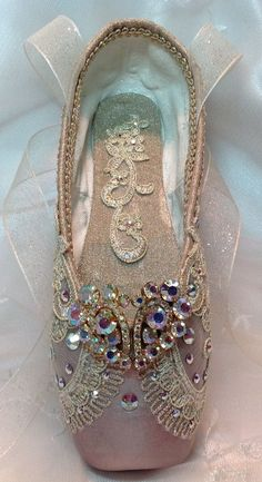 Raymonda themed decorated pointe shoe with vintage jewels. Romeo and Juliet - Dance - #Dance #decorated #jewels #Juliet #pointe #Raymonda #Romeo #Shoe #Themed #Vintage Pointe Shoes, Toe Shoes, Ballet Shoes, Dance Shoes, Sparkly Wedding Shoes, Shoe Crafts, Ballet Tutu, Ballet Dancers, Decorated Shoes