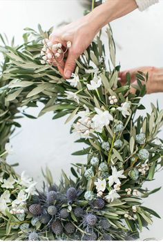 Wreath Idea - Weaving flowers into wreath