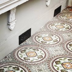 Federation tiled verandah  #tiles #mosaic #floor  #xploresydney #sydneylocal #sydney_insta  #spottedinsydney  #addicted_to_details  #great_captures_australia  #going_into_details #architecture_details #rustlord_texturaunique #jj_indetail #rustlord_archidesign #archi_features #ihavethisthingwithdetails #casasecasarios #sydneywalks #ihaveathingfortiles #ihavethisthingwithtiles  #whppatterns #jj_mobilephotography #geometry #jj_geometry #_popyacolour #ihavethisthingwithfloors…