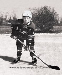 A young Wayne Gretzky Ice Hockey Players, Nhl Players, Hockey Pictures, Hockey Boards, Hockey Memes, Hockey World, Wayne Gretzky, Hockey Stuff, Sport Icon