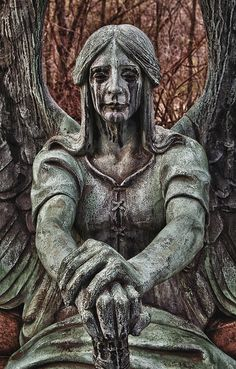 Marker- Weeping Haserot Angel, Lakeview Cemetery, Cleveland Ohio. photo:  Pat Corrigan. http://www.thefuneralsource.org/cemohcuya-001.html