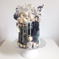 And here's another monochrome cake! Apologies for the slight delay on our April series! Designs will be released tomorrow! and don't forget to turn us on for post notifications! Pretty Cakes, Cute Cakes, Beautiful Cakes, Yummy Cakes, Amazing Cakes, Cake Cookies, Cupcake Cakes, Drippy Cakes, Pasteles Halloween