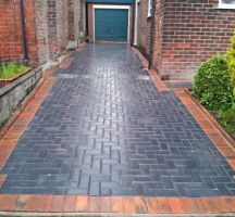 Paving blocks or brick flooring with various variations generally for outdoor use, is a floor decoration technique for results that are more attractive, elegant and beautiful. Concrete on paving blocks… Block Paving Driveway, Stone Driveway, Brick Paving, Paving Stones, Driveway Ideas, Paving Ideas, Path Ideas, Grey Pavers, Paving Design