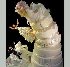 Nagy divatja van az olyan tortáknak, ahol életre kel egy jelenet - a legnépszerűbbek azok, amik olyanok, mintha épp eldőlnének.