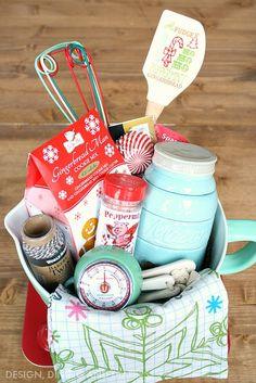 How To Create The Perfect Gift Basket + Free Printable – Taryn Whiteaker So bauen Sie den perfekten Geschenkkorb Themed Gift Baskets, Raffle Baskets, Diy Gift Baskets, Basket Gift, Baking Basket, Auction Baskets, Jar Gifts, Shower Gifts, Homemade Gifts