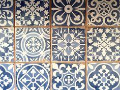 Kitchen Backsplash - Merola Tile Faenza Azul 13 in. x 13 in. Ceramic Floor and Wall Tile sq. / case)-FPEFAEA - The Home Depot B&w Wallpaper, Kitchen Wallpaper, Tuile, Deco Design, Tile Design, Wall Patterns, Stone Tiles, Black Decor, Kitchen Backsplash