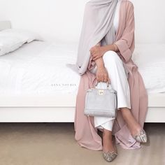 long pink blush Abaya cardigan hijab style- Neutral hijab outfit ideas www.justt Just trendy girls Abaya Fashion, Fashion Mode, Trendy Fashion, Womens Fashion, Classy Fashion, Islamic Fashion, Muslim Fashion, Modest Fashion, Fashion Dresses