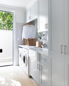 I've just stumbled across this gorgeous laundry and fell in love 😍. It's so fresh and airy.just the way a laundry room should be. Modern Laundry Rooms, Linen Cupboard, Laundry Room Inspiration, Laundry Room Organization, Laundry Room Design, Wet Rooms, Küchen Design, House Design, Interiores Design