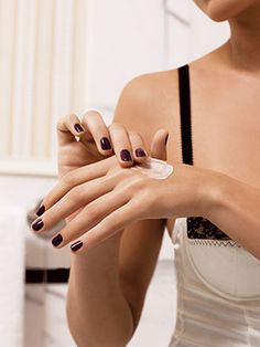No matter how diligent I am about slathering the rest of my body with moisturizer, I always seem to neglect my hands. This winter, I've made a promise to my little paws that I will keep them as moist...