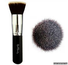 7 кистей для макияжа, которые должны быть в косметичке каждой девушки http://www.huntermania.ru/2016/09/7-kistej-dlya-makiyazha-kotorye-dolzhny-byt-v-kosmetichke-kazhdoj-devushki/