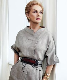 Repost - One of the most lovely and chic women in the industry and always such a pleasure to photograph. The legendary Carolina Herrera. CarolinaHerrera captured by celebrating by by crimebydesign Fashion Over 50, Fashion Tips, Fashion Design, Fashion Trends, Color Fashion, Fashion Today, Carolina Herera, Mode Vintage, Mode Inspiration