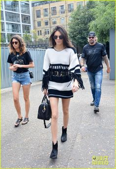 Kendall Jenner Checks Out Warhol Exhibit At Tate Modern Art Gallery in London