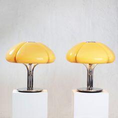 Perlapatrame - meubles - objets - vintage - QUADRIFOGLIO GUZZINI Lamp Design, Lighting Design, Ste Marguerite, Cool Furniture, Furniture Design, Mermaid Mugs, Archi Design, Futuristic Design, Vintage Chairs