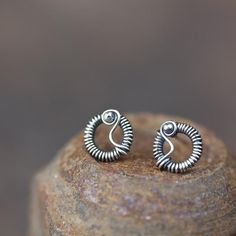 Unique Wire Wrapped Silver Circle Stud Earrings #circlestudearrings