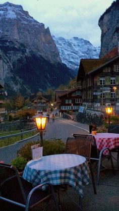 Que tal um jantar romântico em Lauterbrunnen, na Suíça?