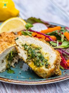 These Low Syn Chicken Kievs have all the classic flavours without the Syns! Perfect for a treat on the Slimming World Extra Easy Plan! Slimming World Dinners, Slimming World Recipes Syn Free, Slimming Eats, Slimming World Chicken Kiev, Slimming World Speed Food, Slimming World Chicken Recipes, Slimming World Syns, Batch Cooking, Cooking Recipes