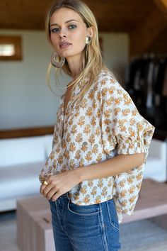 Mandarin Collar Top - Little Marigolds - Emerson Fry Certainly, it is extremely strenuous pertaining Taylor Swift Outfits, All Black Looks, Collar Top, Wrap Sweater, Mandarin Collar, Everyday Fashion, Celebrity Style, Celebrity News, Shirt Style